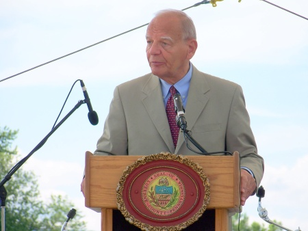 Congressman Paul Kanjorski speaks at the River Commons dedication.