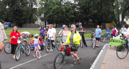 The town to towpath bikers prepare to embark.
